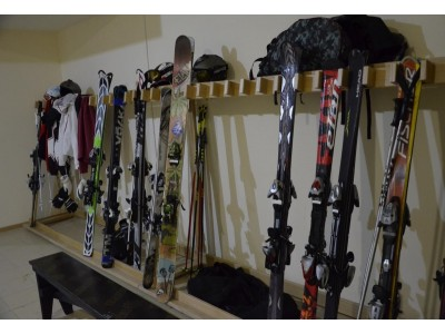 Отель Снежный барс Чегет | комната для сушки горнолыжного снаряжения